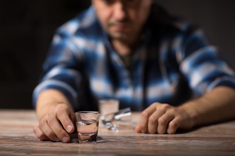 Alkohol nach der Haartransplantation – in den ersten Tagen tabu