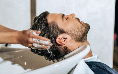 Postoperative Haarwäsche nach der Haartransplantation
