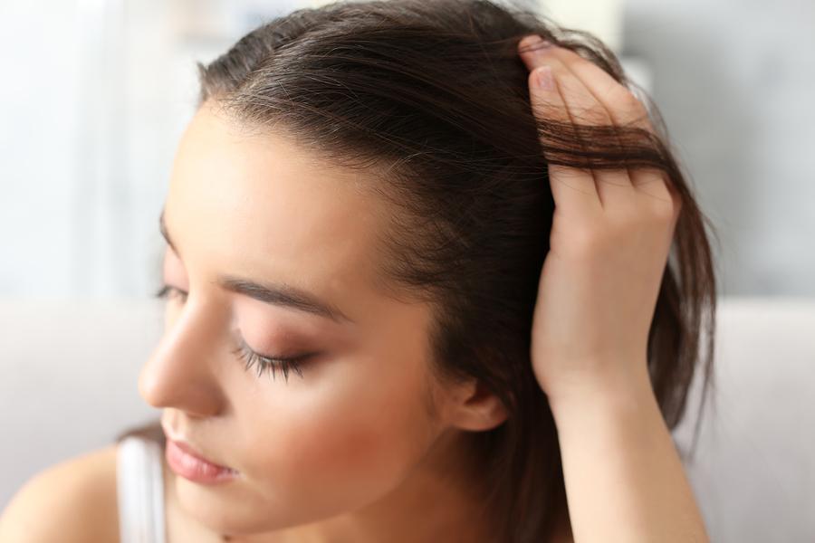 Dünnes und feines Haar stärken – die richtige Pflege