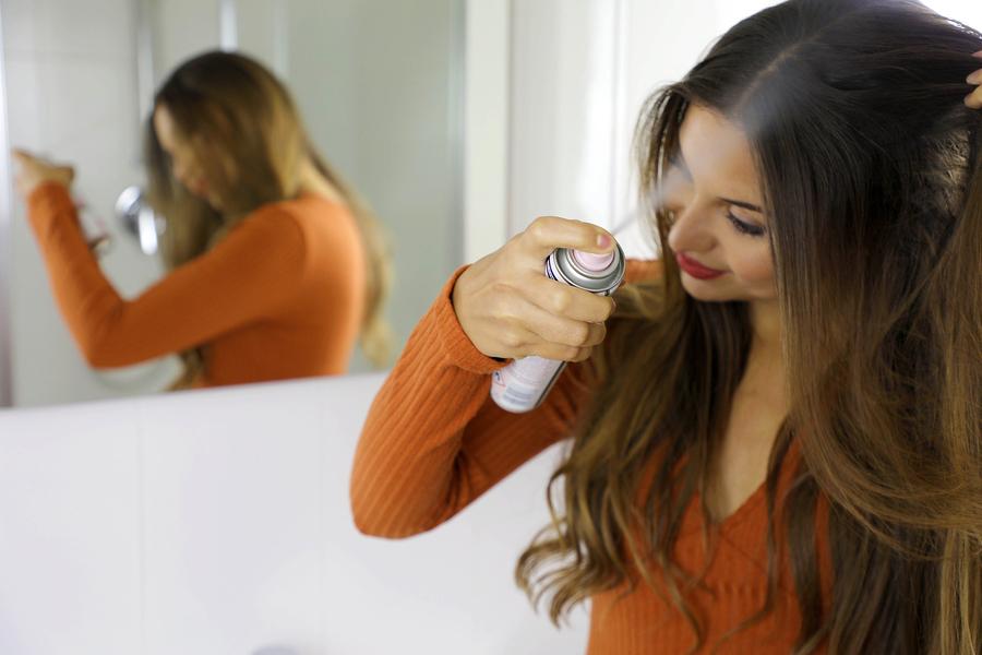 Kann es zu Haarausfall durch Trockenshampoo kommen?